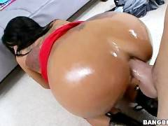 Hot Brunette With Huge Pierced Tits Gets Creampie