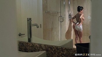3 min Big butted bitch Lela Star getting stuffed from her pussy after bath